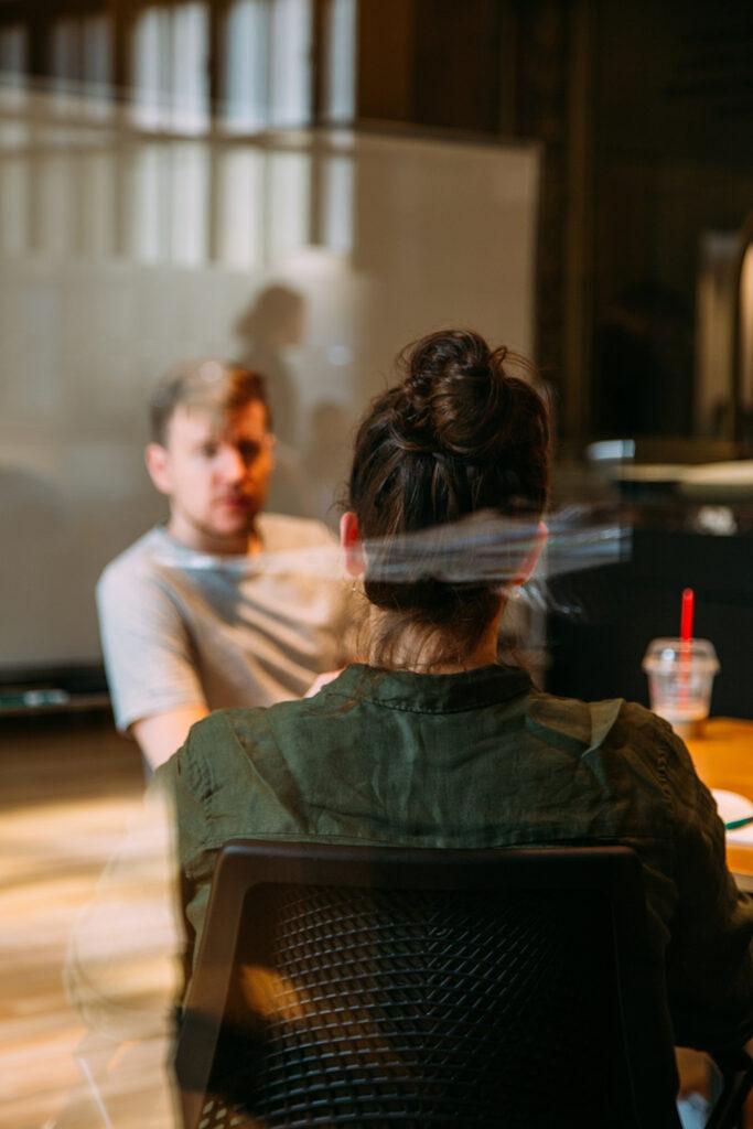Paraat Logopedie, een praktijk die zich richt op mensen met slik-, stem-, spraak- en/of communicatieproblemen.